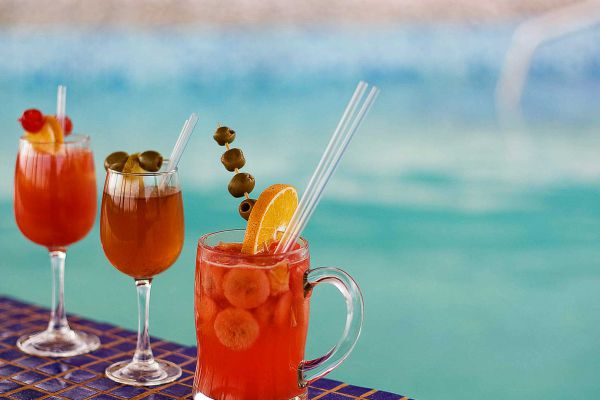 cocktails-by-the-pool85EB9012-D1C1-2C9A-F0E7-3E75D897AEE4.jpg
