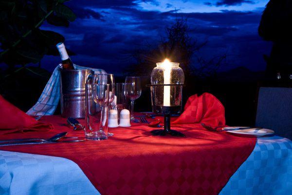 dining-moonlight8F973FC6-F625-445F-347D-E311FF06C514.jpg
