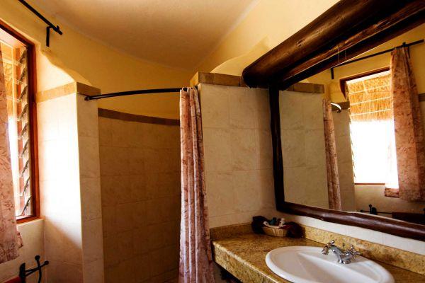 bathroom09404D64-4350-E99A-F70A-8E191A04472F.jpg