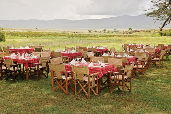 lunch-in-ngorongoro-crater53FB01CF-2920-DA76-6D89-85742F9EA53F.jpg
