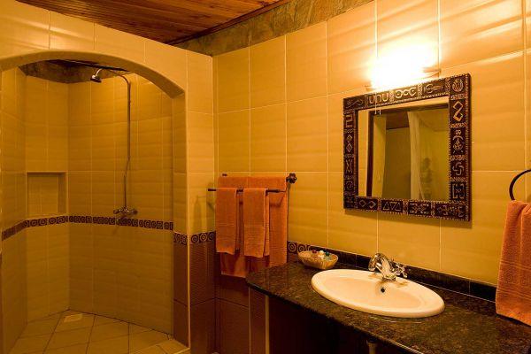 bathroom70DE2A2E-B123-0950-08E2-C65020987540.jpg